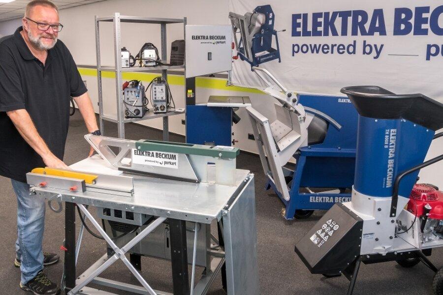 Stephan Kurzenberger arbeitet bei Purkart als Vertriebsleiter der Marke Elektra Beckum. Er berät Kunden zu den professionellen Elektromaschinen Made in Germany. Das Portfolio reicht von Stromaggregaten über Schweißgeräte, Gartenhäcksler, Brennholzwippsägen, Bandsägen bis hin zu Baukreissägen.