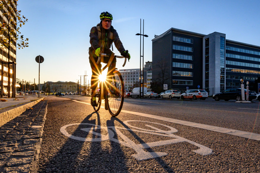 Mit einer Reihe von Verkehrsprojekten und Unterstützung des Freistaats will die Stadt das Radfahren in Chemnitz attraktiver machen. Foto: Uwe Mann/Archiv