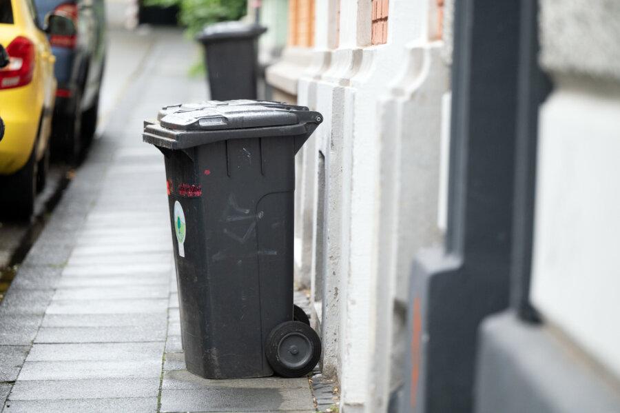 Rathaus hält an höheren Müllgebühren fest