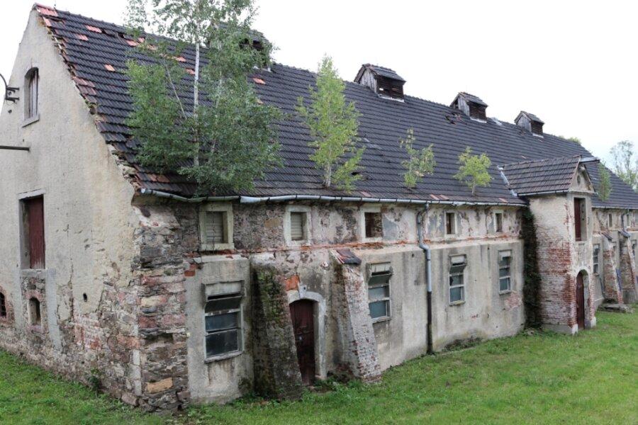 Unübersehbar: Es gibt künftig sehr viel zu tun, um das historische Gebäude im Leubsdorfer Ortsteil Hohenfichte erhalten zu können.
