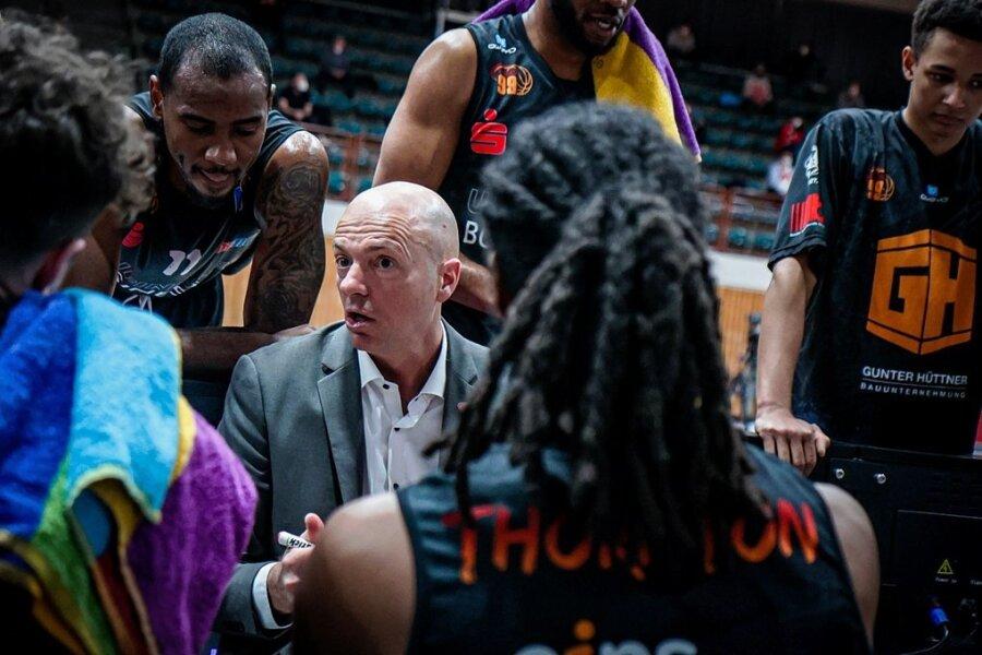 Rodrigo Pastore in seinem Element: Der Argentinier ist Basketballtrainer mit Leib und Seele.