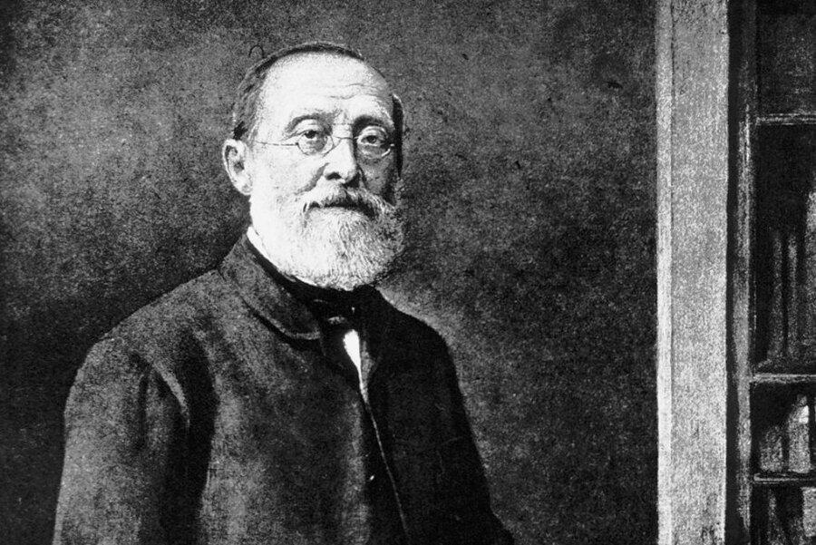 Mediziner, Forscher und Politiker Rudolf Virchow sammelte menschliche Skelette und Schädel.