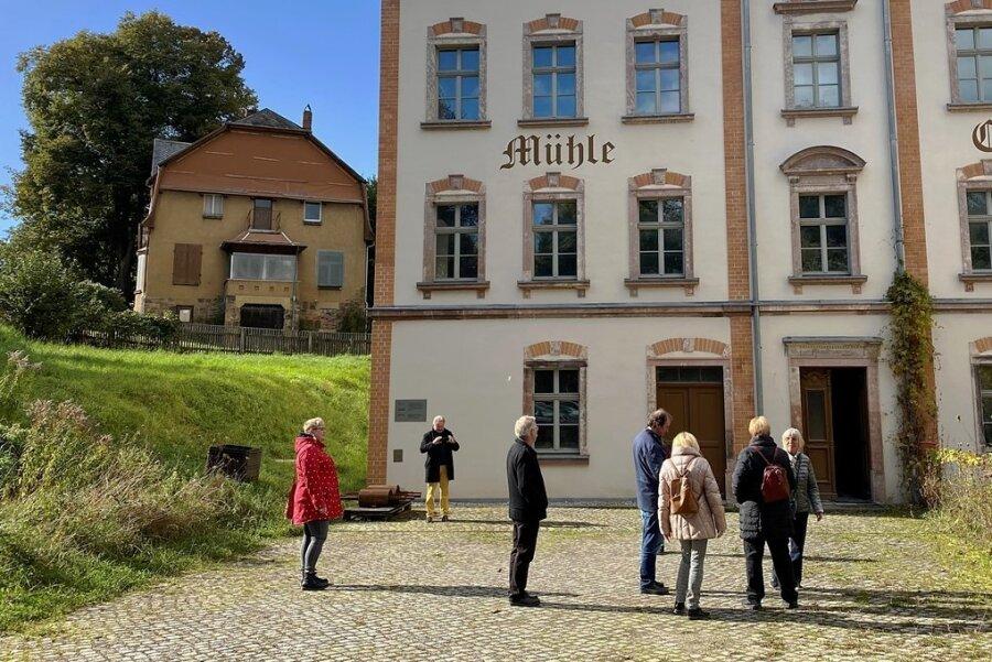 Im rechten Teil der Mühle befanden sich die Wohnräume, links die Mahlwerke. Hinten links: das Landhaus, in dem Karl-Schmidt-Rottluff und seine Familie ab 1913 lebten. Dort soll eine Galerie mit Kunstgegenständen Schmidt-Rottluffs einziehen.