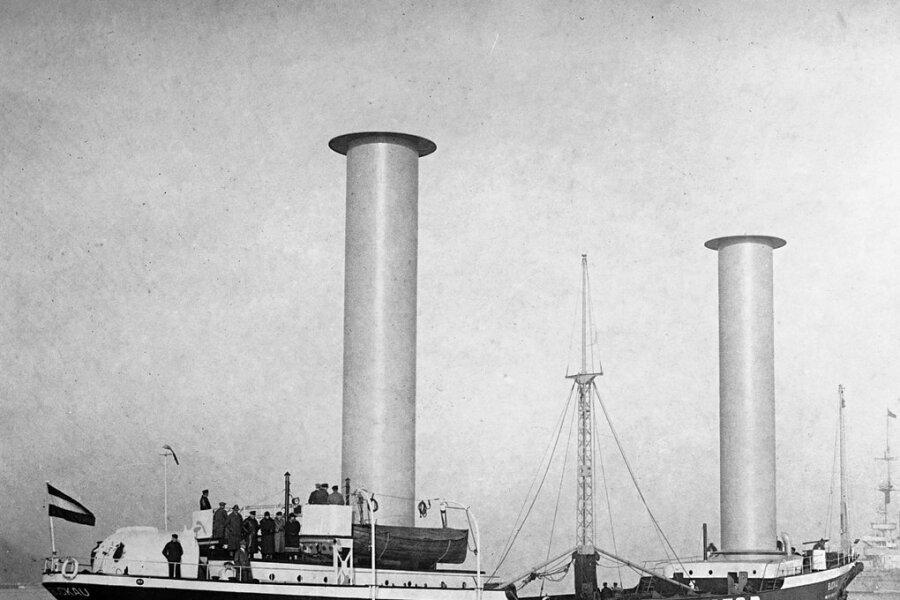 Das Pilotprojekt: Der Dreimastschoner Buckau wurde 1924 als erstes Schiff mit Flettner-Rotoren ausgestattet. Er erwies sich als hochseetauglich und sorgte überall dort, wo er anlegte, für Aufsehen.
