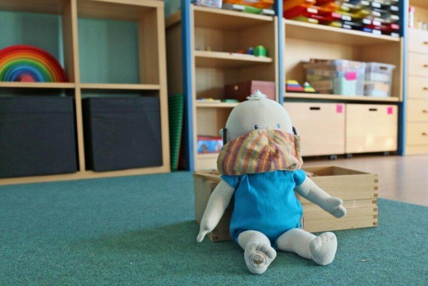 Leere Gruppenräume sollen diesen Herbst die Ausnahme bleiben, so das Ziel der Politik. Die Quarantäne-Regeln für Kita-Kinder sind nicht mehr so streng wie vor einem Jahr. Trotzdem kann das Gesundheitsamt anordnen, dass einzelne Kinder oder Gruppen zu Hause bleiben müssen.