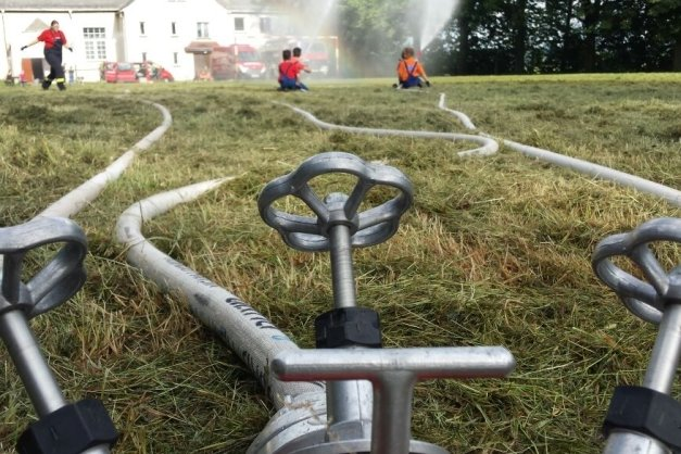Die Feuerwehrleute müssen vor allem bei Einsätzen in ländlichen Gebieten auf Löschwasser aus Zisternen zurückgreifen.