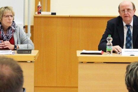 Sylvia Förster vom Gesundheitsamt und Landrat Christoph Scheurer informierten über das aktuelle Pandemiegeschehen.