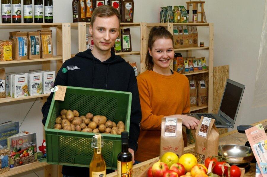 Quentin und Esther Merker sind Studenten und zugleich Jungunternehmer. Sie haben in Oberlungwitz einen Bioladen eröffnet.