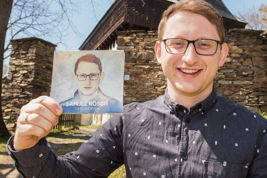 """Samuel Rösch präsentiert sein Debütalbum """"Geschichten""""."""
