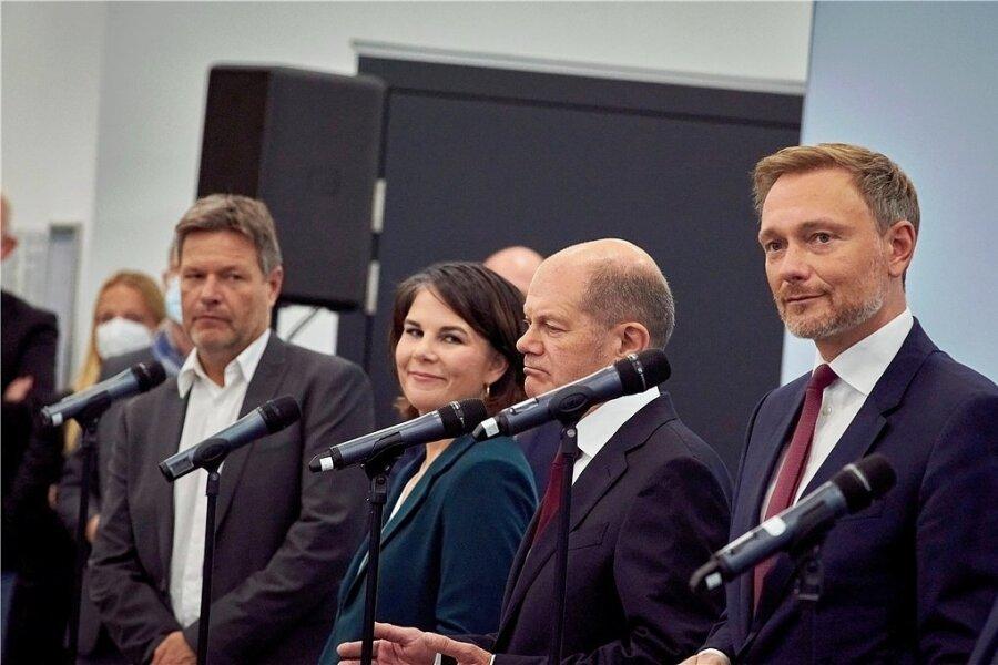 Verhandlungspartner bei den anstehenden Koalitionsverhandlungen (von links): Robert Habeck und Annalena Baerbock von den Grünen, SPD-Kanzlerkandidat Olaf Scholz, Christian Lindner von der FDP.