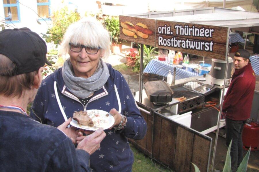 """Brigitte Mühl als Vereinschefin von """"Interaktiv"""" hat das Oktoberfest mit organisiert, das bei den Bewohnern gut ankam."""