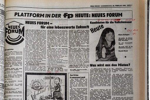 """Eine vom Neuen Forum gestaltete Seite in der """"Freien Presse"""" aus der Wendezeit."""
