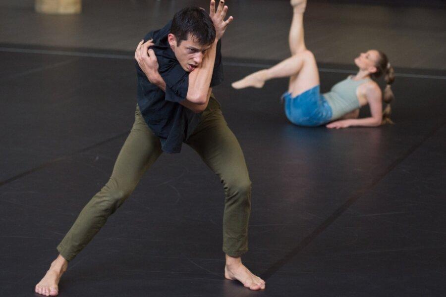 """""""Uninvited"""" im Opernhaus-Ballettsaal"""