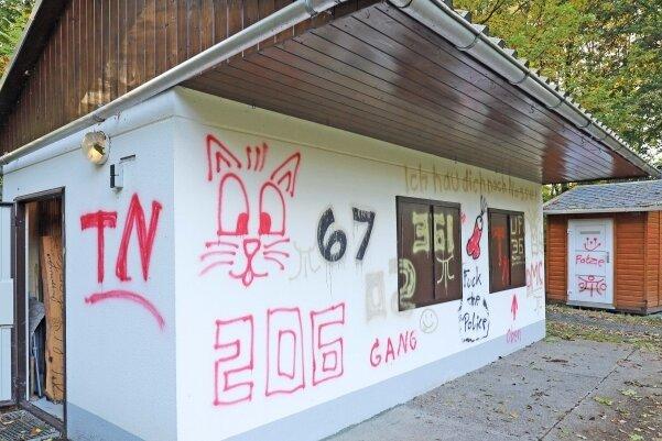 Die beiden Kioske im Haldenpark Zug wurden vermutlich in der Nacht auf Samstag Opfer von Vandalismus.