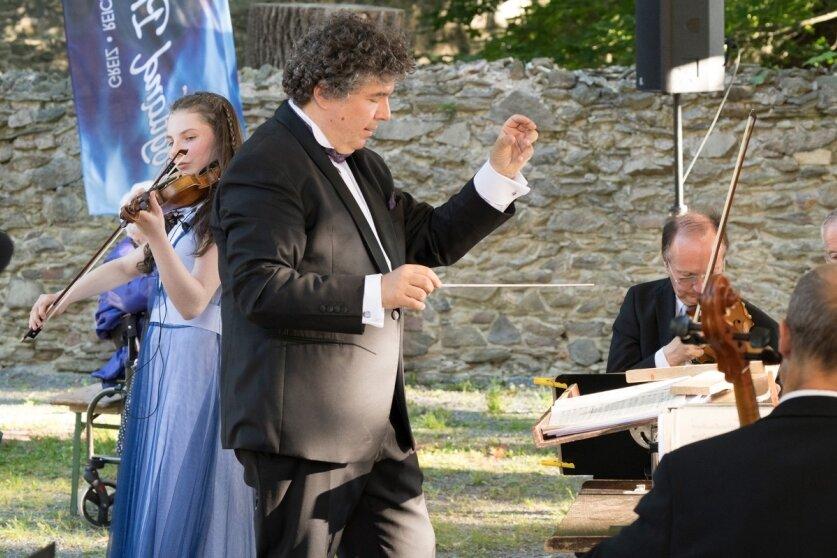 Vater und Tochter Keilhack erweisen Bach die Ehre