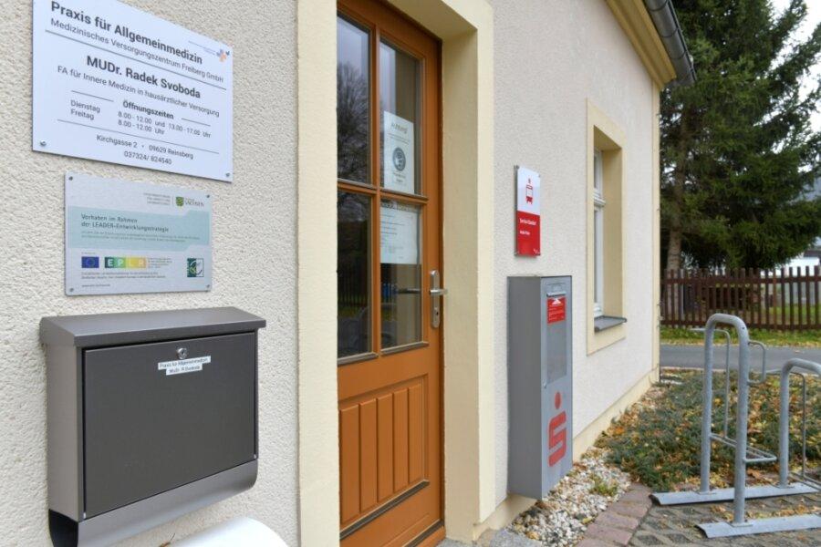 Zweimal in der Woche praktiziert seit Juli ein Arzt in den Räumen des neuen Medizinischen Versorgungszentrums in Reinsberg. Zuvor hatte die Sparkasse eine Filiale im Gebäude.