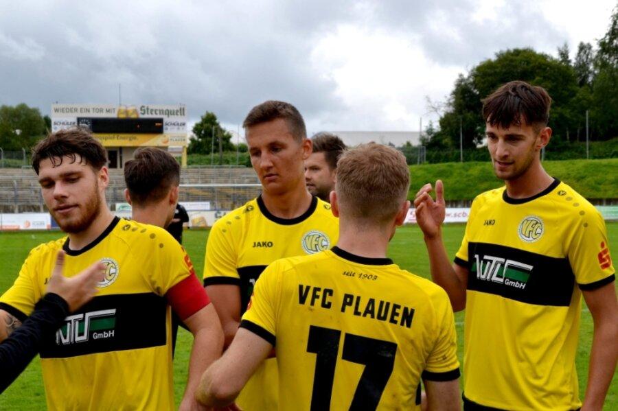 Jugend forscht heißt es in dieser Saison beim Fußball-Oberligisten VFC Plauen. Die Kapitänsbinde trug am Sonntag der 22-jährige Kevin Walther (links).