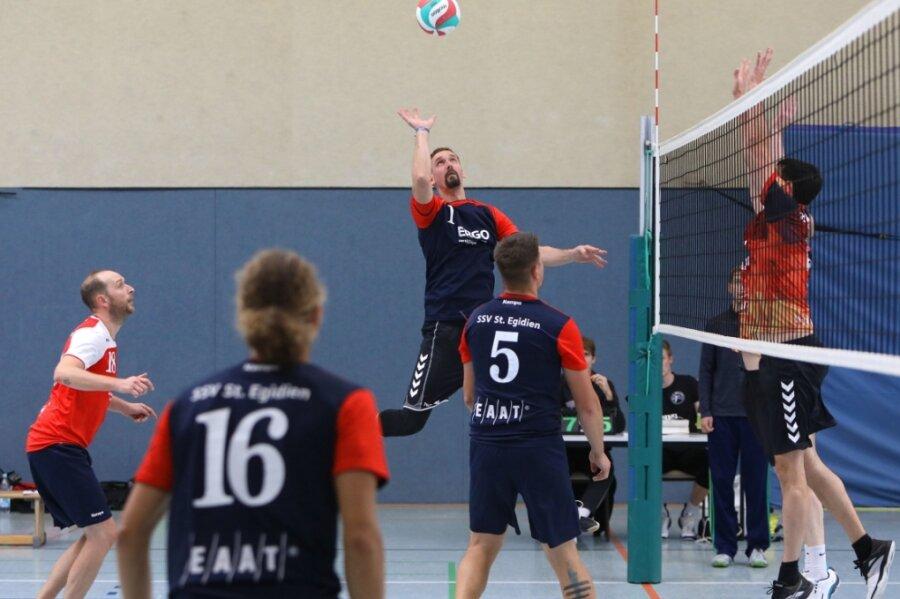 Auch für die Volleyballer der SSV St. Egidien gab es zum Saisonstart nichts zu holen. Sie verloren ihre Heimpartien gegen Chemnitz-Harthau II (Szenenfoto) 1:3 und gegen L.E. Volleys Leipzig III 0:3.