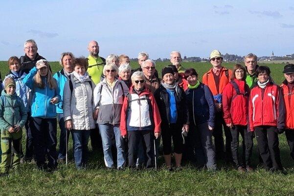 Bei kühlem, aber trockenem Wetter machten sich die Teilnehmer der 24 Kilometer langen Runde auf den Weg.