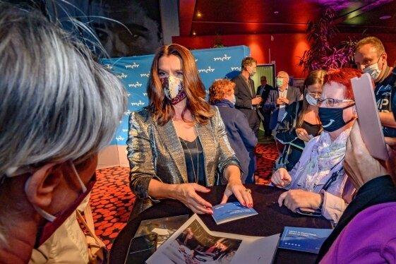 Die ehemalige Eiskunstläuferin Katarina Witt traf am Donnerstagabend ihre Fans, bevor eine Dokumentation über sie gezeigt wurde.