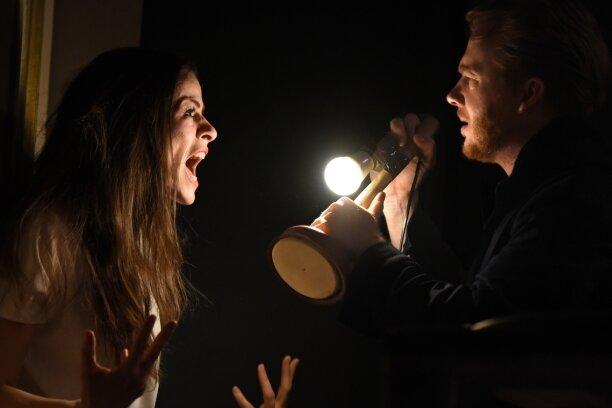 Anne Diemer als Blanche DuBois und Thorsten Dara als Harold Mitchell kommen sich näher - doch nur kurz.