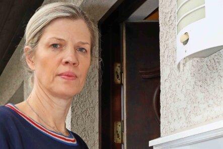 Anja Wiesner an ihrem Briefkasten. Sie will in ihm keine Querdenker-Post mehr finden.