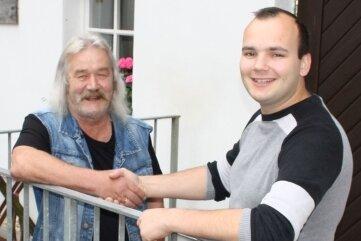 Generationenwechsel: Hans-Eberhard Bretschneider (l.) gibt die Leitung des Lauenhainer Rüstzeitheims an Erik Vogel ab.