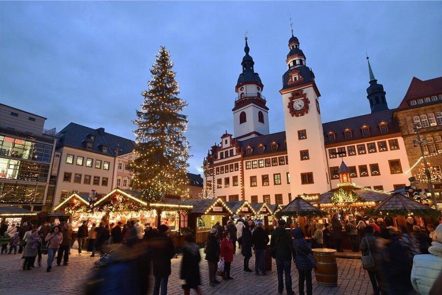Wegen Personalsorgen müssen manche Weihnachtsmarkthändler dieses Jahr passen. Chemnitz wartet trotzdem mit neuen Ständen auf.