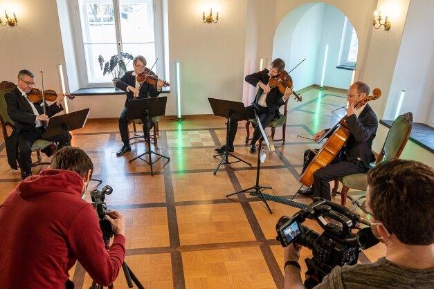 Während der Videoaufnahmen für das Konzert des Streicherquartetts im Schlösschen Rodewisch.