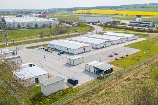 Das Containerdorf im Pfaffenhainer Gewerbegebiet. Dort leben knapp 100 Menschen.