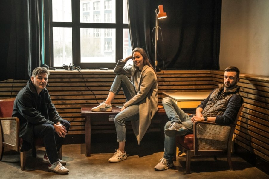 """Olaf Bender, Marlen Bieber und Felix Rohleder (von links) bei den Proben zu """"Isolation Club"""" im Club Transit."""