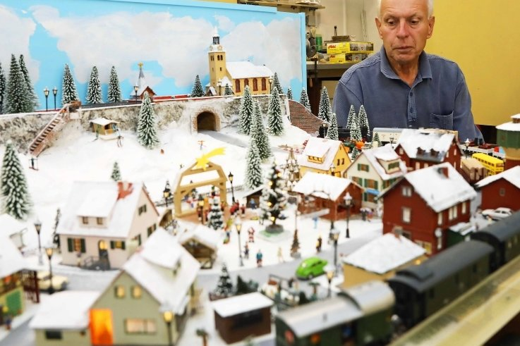 Heinz Knaut zeigt seine Winter-Heimanlage.