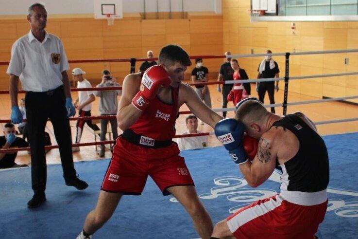 Mit einer überzeugenden Leistung hat sich Boxer Elham Jusofie (links) am Wochenende den Landesmeistertitel erkämpft.